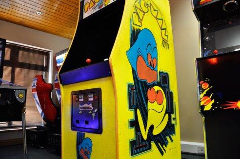 17750-pac-man-vintage-arcade-machine-side-panel